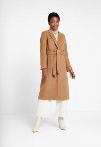 Esprit Collection - MODERN COAT - Manteau classique - camel - 0