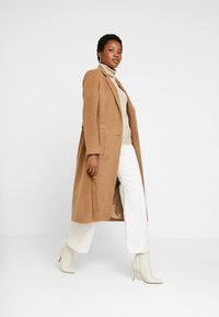Esprit Collection - MODERN COAT - Manteau classique - camel - 1