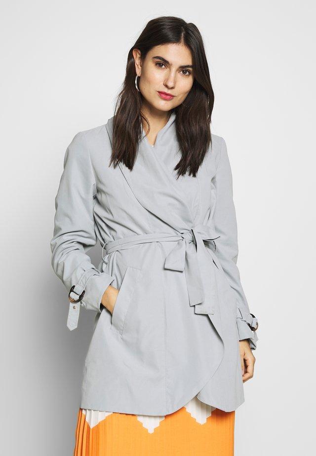 FEMININE COAT - Pitkä takki - grey blue