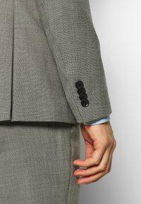 Esprit Collection - SHARKSKIN - Oblek - light grey - 8