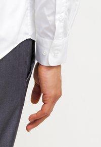 Esprit Collection - SLIM FIT - Koszula biznesowa - white - 4