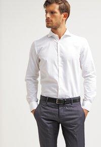 Esprit Collection - SLIM FIT - Koszula biznesowa - white - 0