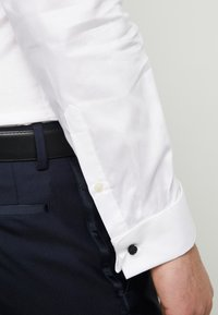 Esprit Collection - SMOKING SLIM FIT - Camisa elegante - white - 5