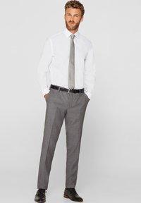 Esprit Collection - MIT MECHANISCHEM STRETCH - Zakelijk overhemd - white - 1