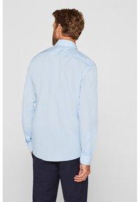 Esprit Collection - MIT MECHANISCHEM STRETCH - Zakelijk overhemd - light blue - 2
