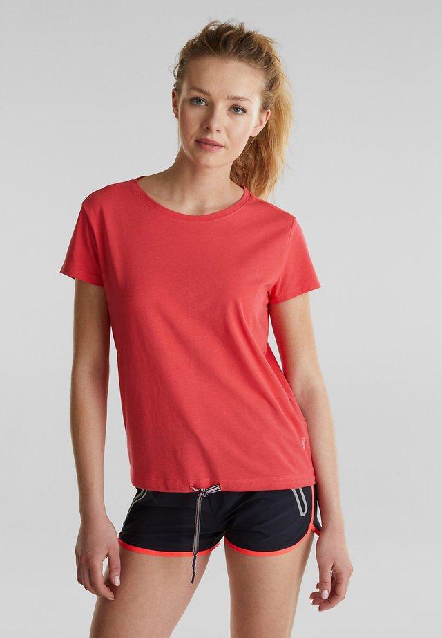 MIT MESH-EINSATZ - Print T-shirt - coral