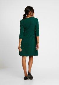 Esprit Maternity - DRESS NURSING 3/4 - Jerseykleid - bottle green - 2