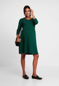 Esprit Maternity - DRESS NURSING 3/4 - Jerseykleid - bottle green - 1