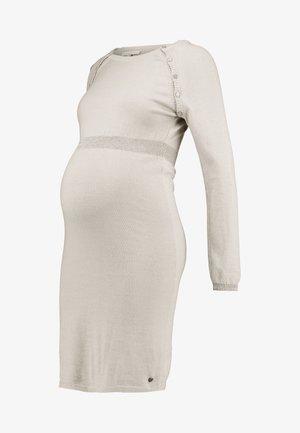DRESS - Stickad klänning - camel