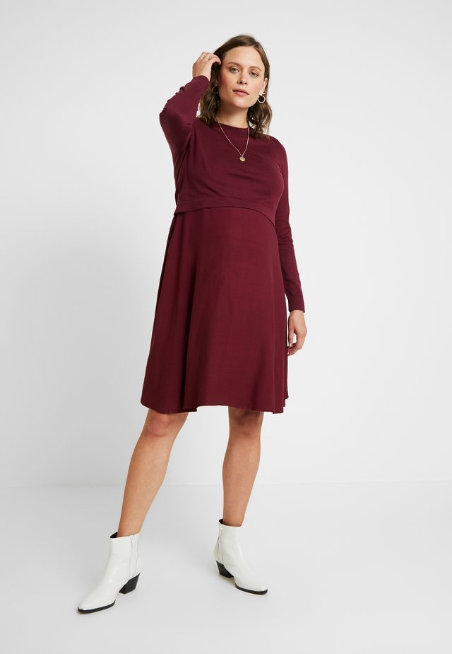 DRESS MIX NURSING - Strickkleid - garnet red
