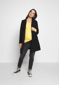 Esprit Maternity - Langarmshirt - dusty yellow - 1