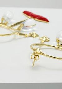 Eshvi - Ohrringe - gold-coloured/red - 2