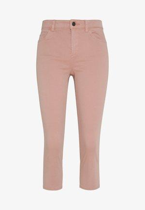 SLIM CAPRI - Shorts - old pink