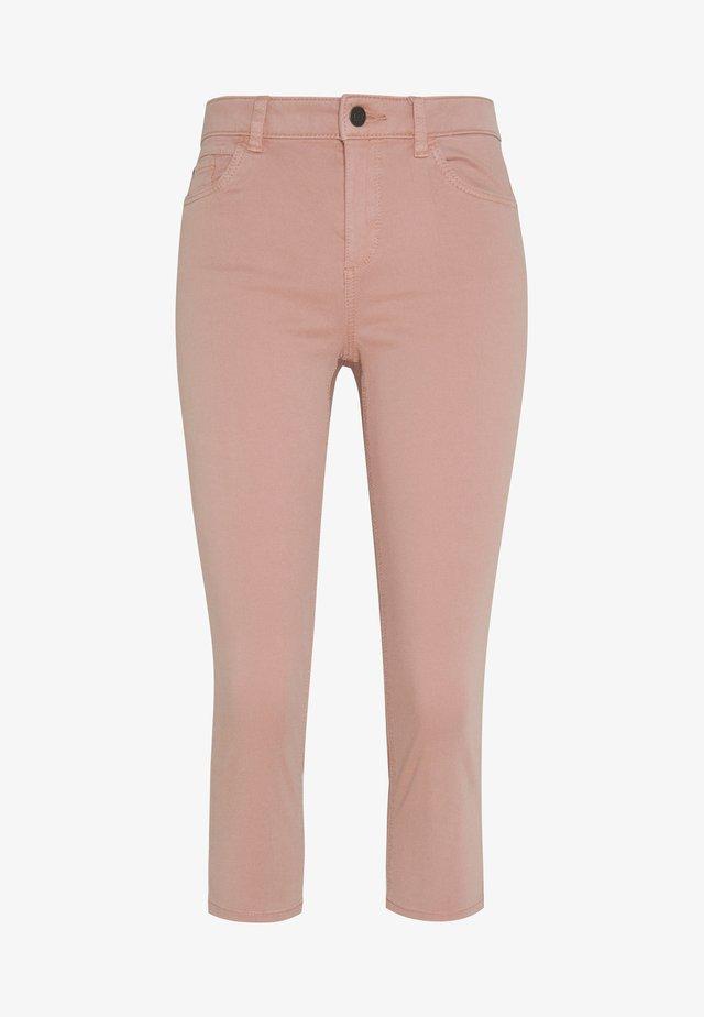 SLIM CAPRI - Szorty - old pink