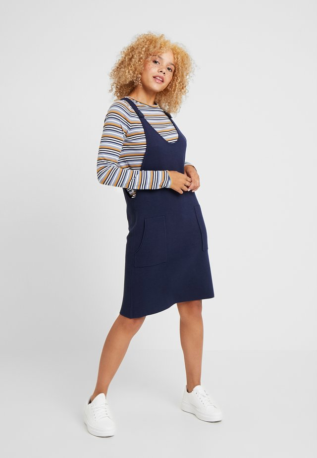 DRESS 2-IN-1 - Strikket kjole - navy