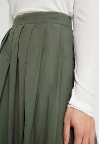 esmé studios - TINE SKIRT - Plisovaná sukně - thyme - 4