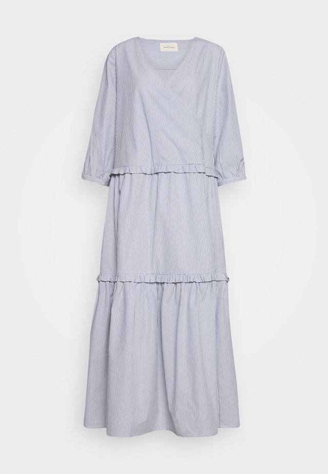 ELLY WRAP AROUND DRESS - Długa sukienka - tradewinds/white