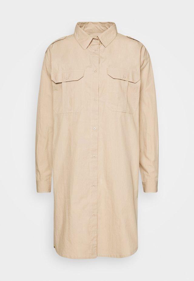 OVERSIZED - Robe chemise - white paper