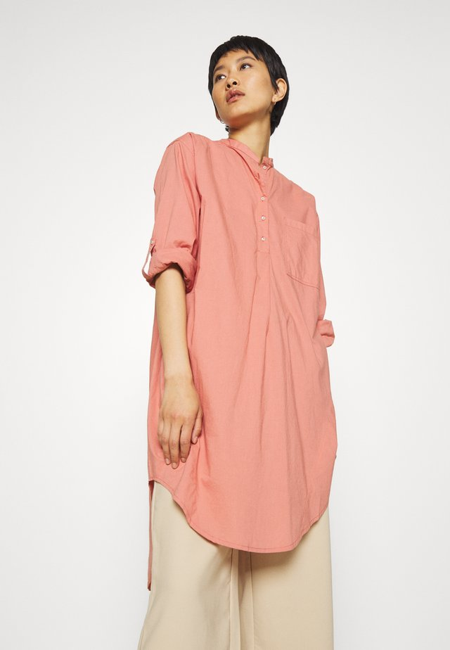 PERNILLE OVERSIZE - Bluse - brick dust
