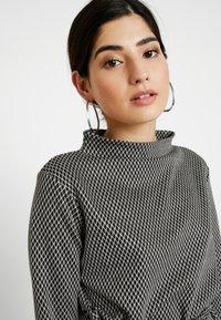 Esprit Collection Petite - Langærmede T-shirts - grey - 3