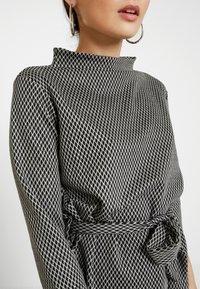 Esprit Collection Petite - Langærmede T-shirts - grey - 5