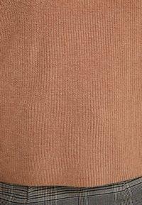 Esprit Collection Petite - BATWING - Strikkegenser - caramel - 5