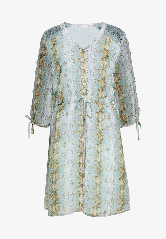 DRESS SNAKE PRINT - Robe chemise - turquoise
