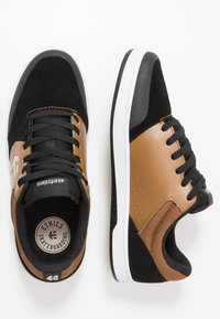 Etnies - MARANA - Skatesko - black/brown - 1