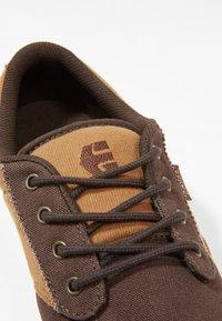 Etnies - Sneakersy niskie - brown/tan - 5