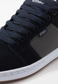Etnies - BARGE XL - Skatesko - navy/grey - 5