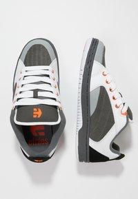 Etnies - CZAR - Skatesko - grey/white/orange - 1