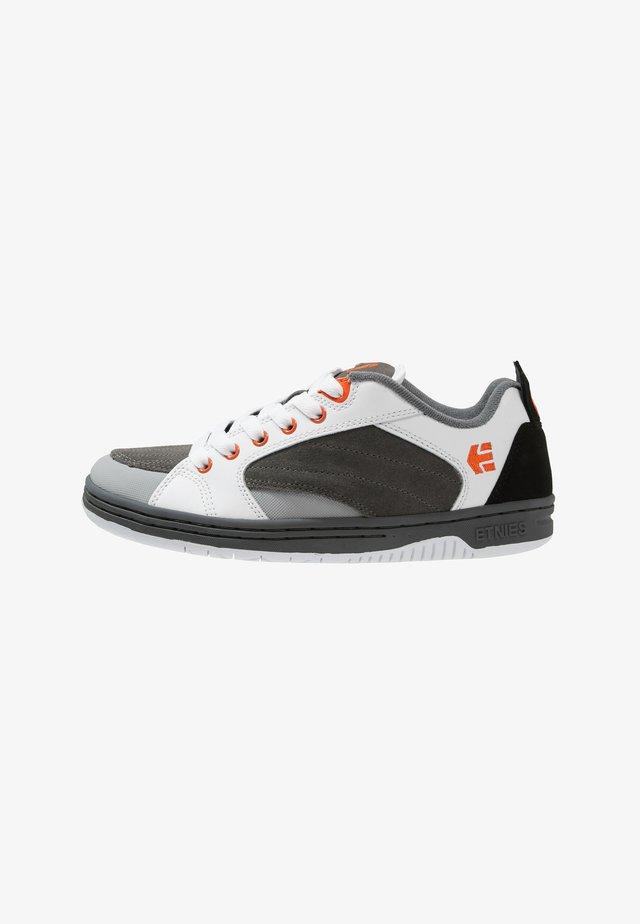 CZAR - Skateskor - grey/white/orange