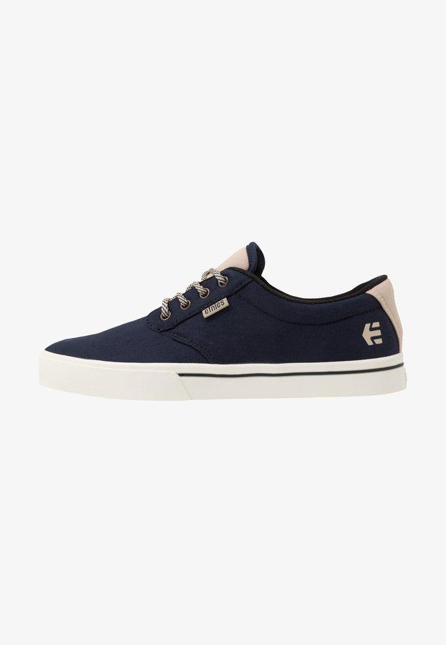 JAMESON PRESERVE - Skate shoes - navy/tan