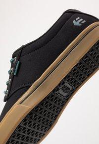 Etnies - JAMESON PRESERVE - Skateschoenen - black/green - 5