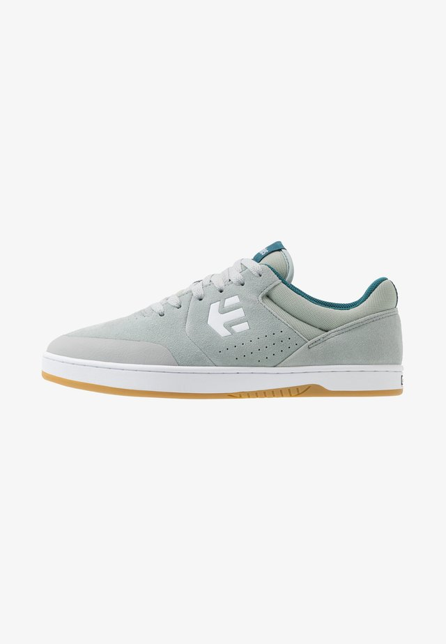 MARANA - Skateskor - grey/white/green
