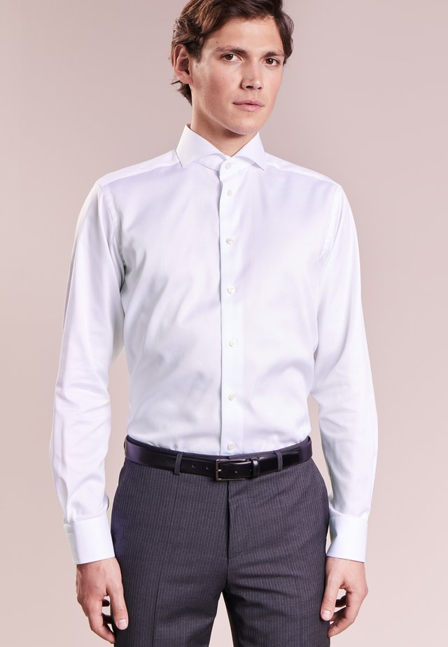 CONTEMPORARY FIT - Business skjorter - white