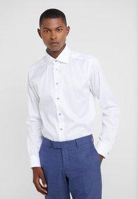 Eton - SLIM FIT - Business skjorter - white - 0