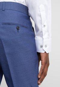 Eton - SLIM FIT - Business skjorter - white - 3