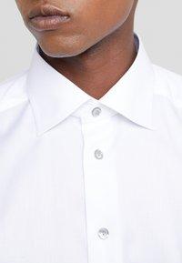 Eton - SLIM FIT - Business skjorter - white - 5