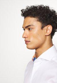 Eton - SLIM FIT - Business skjorter - white - 4