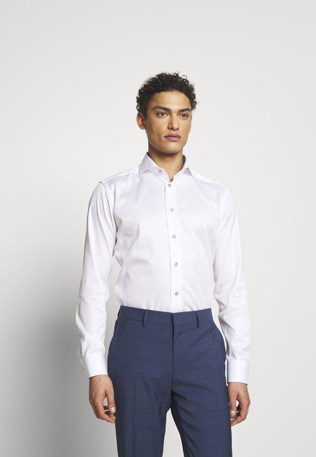 SLIM FIT - Camicia elegante - white