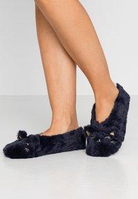 Etam - CHAT-SOCKS - Slippers - indigo - 0