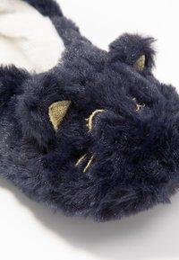 Etam - CHAT-SOCKS - Slippers - indigo - 2