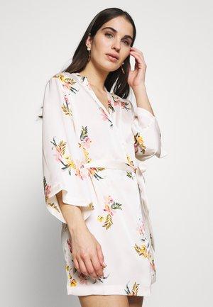 AMARANTE - Dressing gown - corail