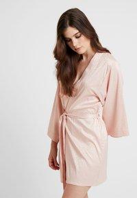 Etam - FORENTINE DESHABILLE - Dressing gown - rose - 0