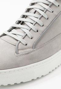 ETQ - Höga sneakers - alloy - 5