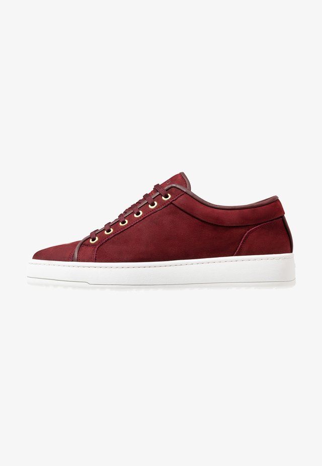 Sneakers - maroon