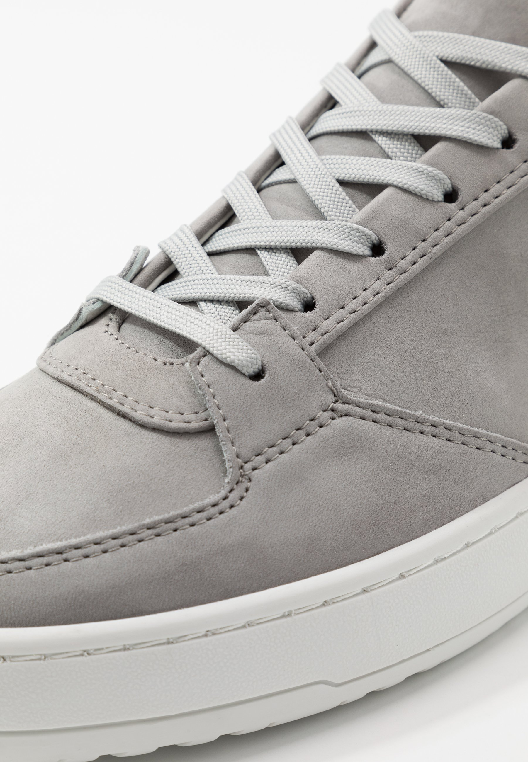 Sneakers alloy