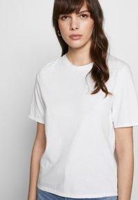 Ética - EVIE CLASSIC TEE - Basic T-shirt - white - 4