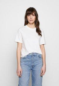 Ética - EVIE CLASSIC TEE - Basic T-shirt - white - 0